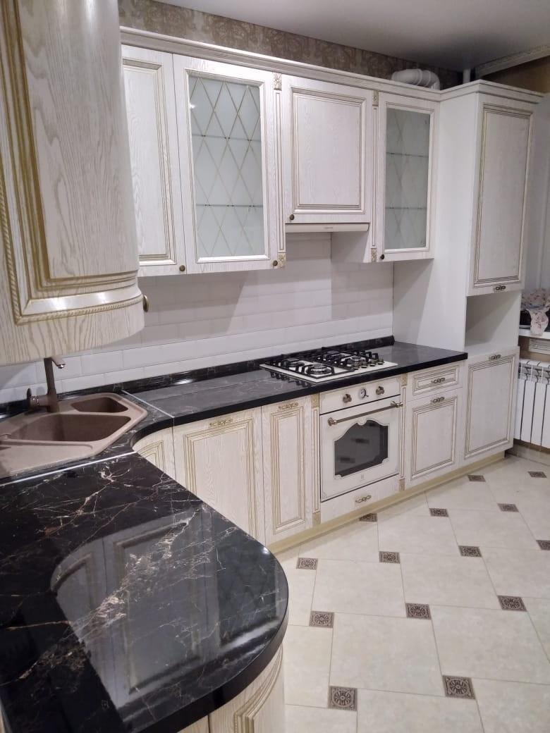 Белый кухонный гарнитур-Кухня из шпона «Модель 581»-фото1
